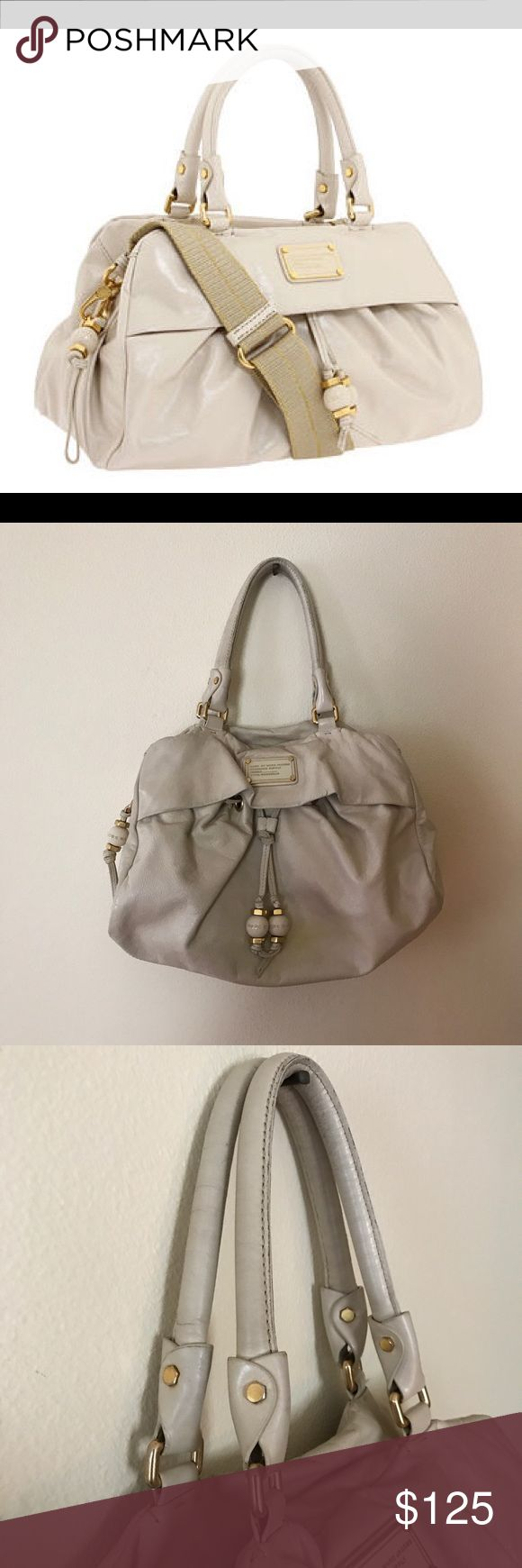"""Marc by Marc Jacobs - Q Groovee Bag Polished natural grain leather with pleating details.Stylish silhouette & eye catching hardware detail that is Marc Jacobs signature.The bag measures 15 1/2″ wide x 8 1/2″ deep x 10″ high, roomy enough to store all of your make up essentials, a wallet, & phone.Secret front pocket for easy access stuff!Dual handles with an attachable canvas cross body strap. Note, """"yellow"""" stain on front from storage. Price reflects damage. A skilled cobbler should be…"""