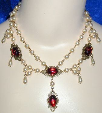 1463 Medieval Necklace