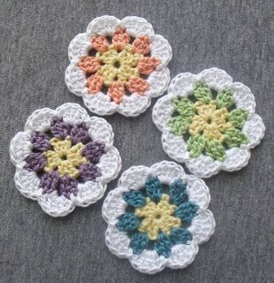 Granny-in-the-middle Flower, free pattern from Diva Stitches Crochet blog, thanks so for share xox