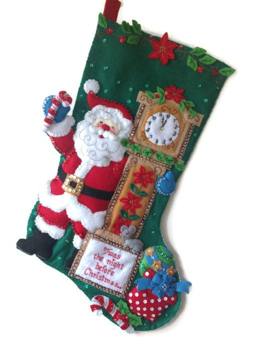 Esta hermosa media está hecha de un kit de Bucilla. Cuenta con una Santa con una antesala y un dulce sueño de ratón pequeño.  ¡Esta adorable media sería un regalo perfecto para un ser querido! Colgar por la chimenea para que Santa puede llenarlo con golosinas! Una maravillosa adición a su colección de medias o una gran pieza para iniciar uno!  Twas la noche mide 18 pulgadas de la suspensión para el dedo del pie.  ¡Esta media es con cuentas, lentejuelas, bordada y apliques a mano…