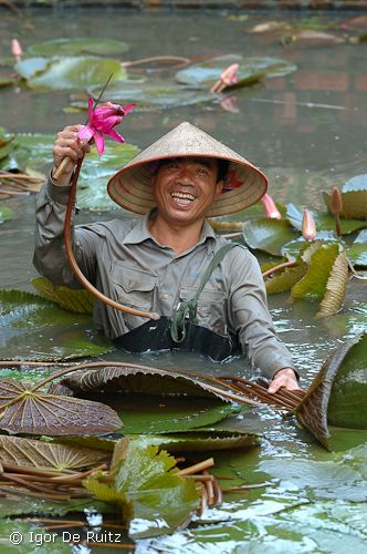 "The happiest man is who doesn't want to change his state, Hanoi (Vietnam) ""Nikon Forum Photo Contest 2008"" award winner."