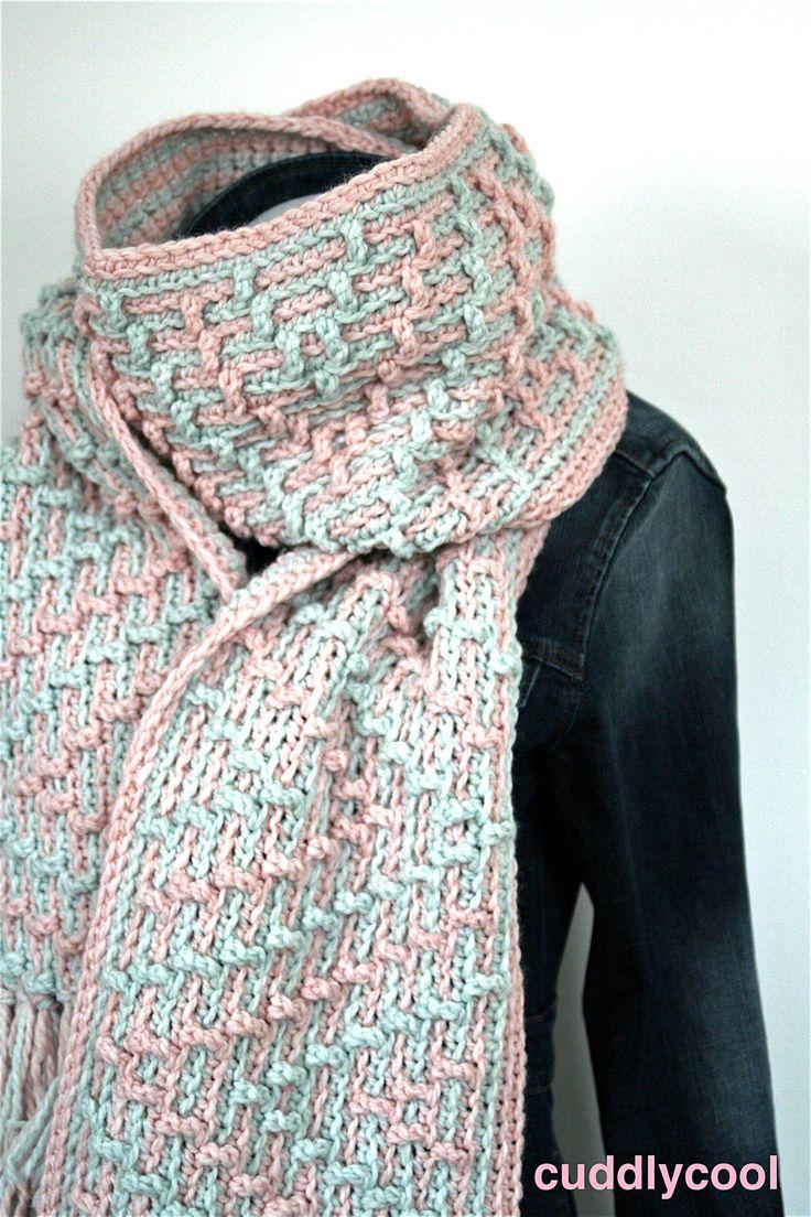 Kijk wat ik gevonden heb op Freubelweb.nl: een gratis haakpatroon van CuddlyCool om deze lekker warme sjaal voor de winter te maken https://www.freubelweb.nl/freubel-zelf/gratis-haakpatroon-sjaal-32/