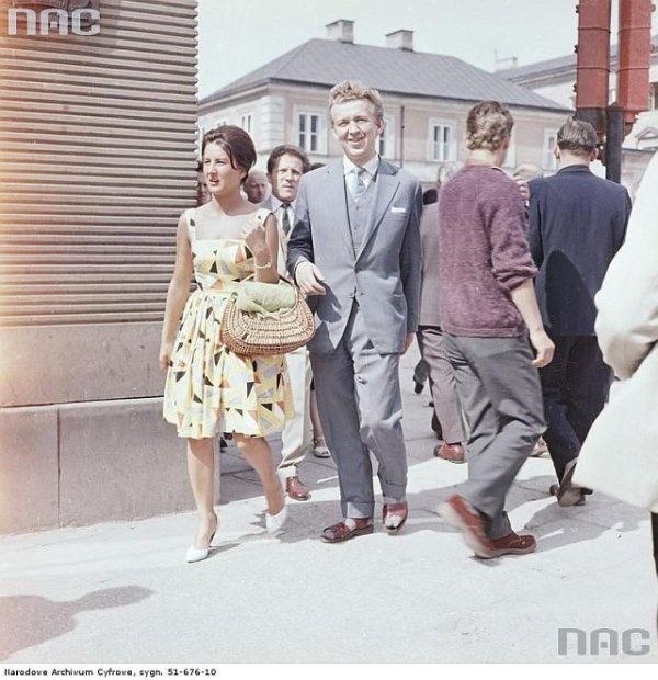Yellow dress, wickerwork bag, suit and socks with sandals :D Warsaw, 1950s. Source: Narodowe Archiwum Państwowe.