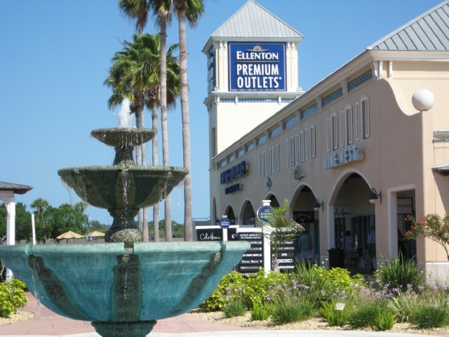 The Ellenton Premium Outlets were a pleasant find on our way to Sarasota from Ruskin. We stopped in to n our way back in and did some shopping. They have the premium brands you'd expect to find like Movado, Michael Kors, Coach, Ann Taylor, AT Loft, etc. it /5().