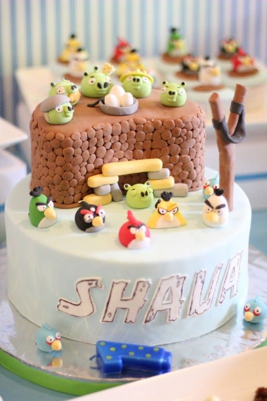 Cute Cake idea for Angry Birds Party.