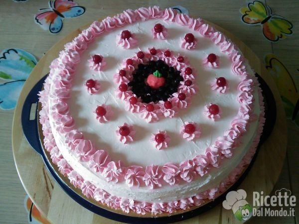 Ricetta per Torta di Compleanno con Crema ai Frutti di Bosco
