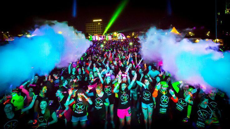 Baila corre entre colores neón en Electric Run México este 20 de junio