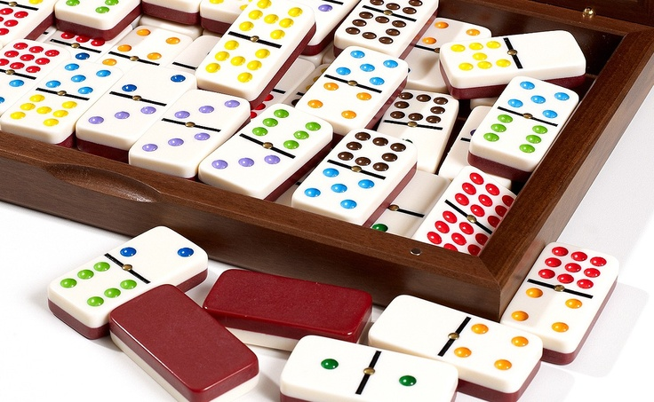 Color Dominoes Set in BriarRoot Wooden Case Parlor