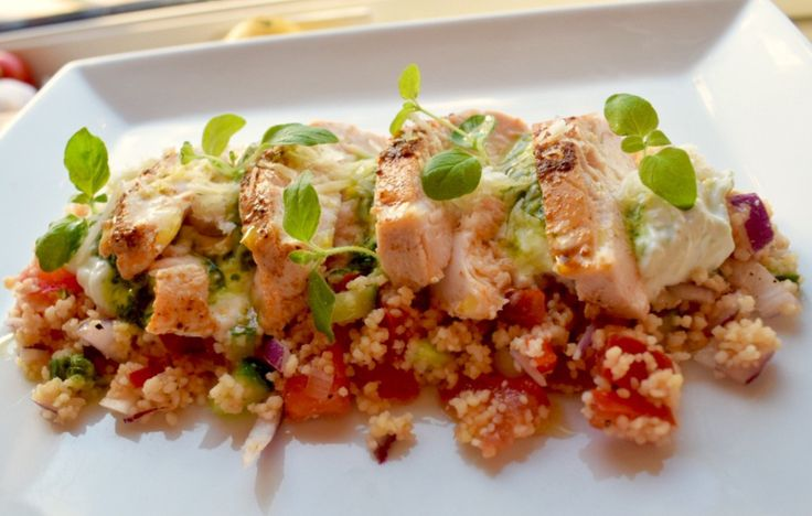 Kylling med couscous, tzatziki og salsa verde. – gladkokken