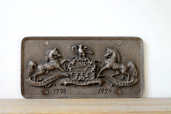 Vintage Americana cast metal horse plate / bicentennial memorabilia / man cave decor / patriotic car plate / commemorative gray wall plaque