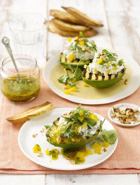 Gegrillte Avocado mit Ziegenfrischkäse und Magosauce ©Foto & Rezept: Schwartau
