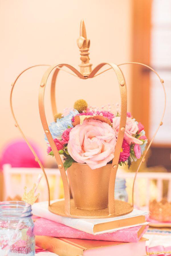 Centro de mesa de coroa dourada para festa de princesa #Pink #princesa #festa