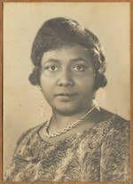 """""""...Paulette Nardal (1896-1985) est une femme de lettres et journaliste martiniquaise. Militante de la cause noire, elle est une des inspiratrices du courant littéraire de la négritude et la première femme noire à étudier à la Sorbonne..."""" Elle est aussi demeurée sans enfant tout sa vie.  (Wikipédia) femmesansenfant.com"""