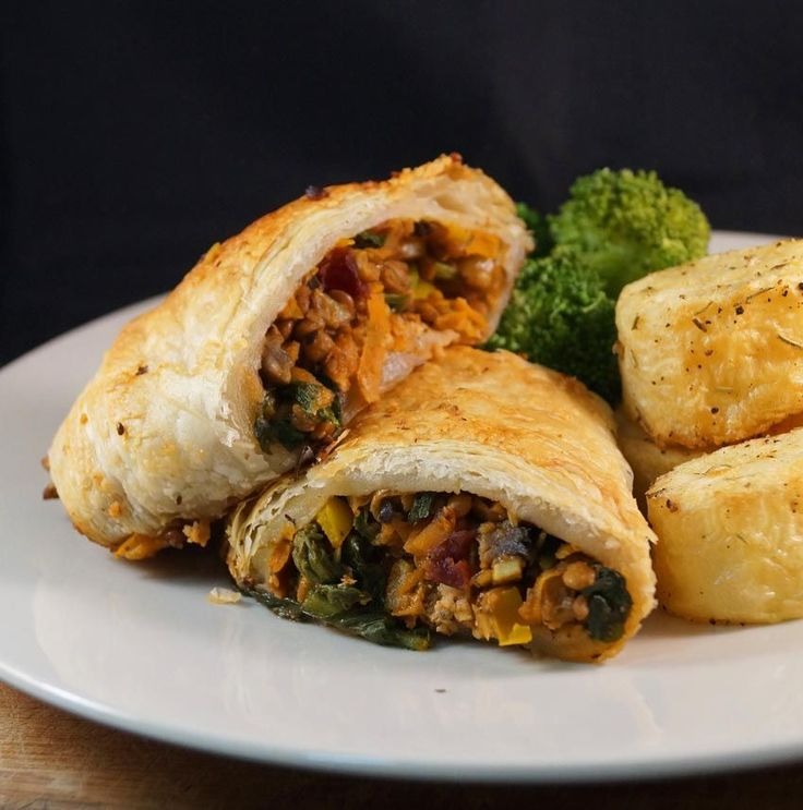 Festive Mushroom, Lentil and Nut Roulade perfect for Thanksgiving and Christmas << My Inspiration