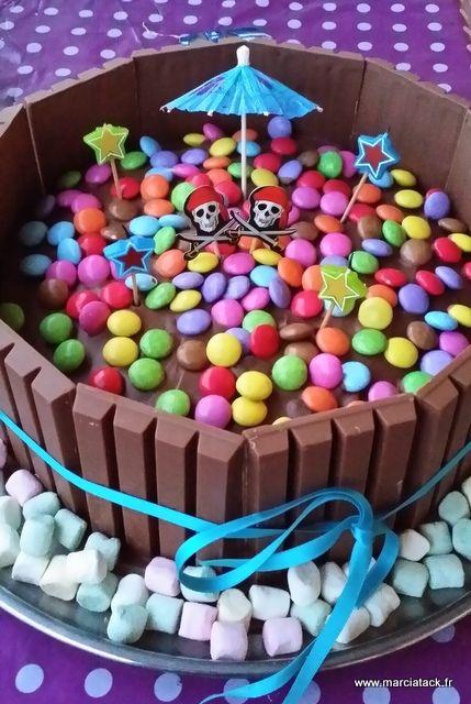 Gâteau Kit Kat pour anniversaire coloré