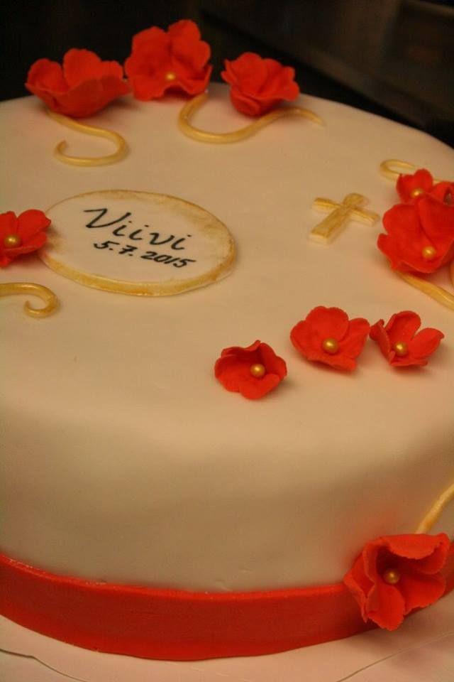 Rippijuhlien sokerimassalla koristeltu kakku asiakkaan toiveiden mukaan. Kesä 2015.