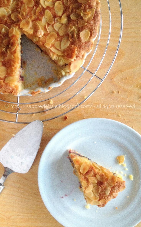 Il sapore del sale: Crostata con crema frangipane, confettura di mirtilli e pesche... una dolcezza infinita!