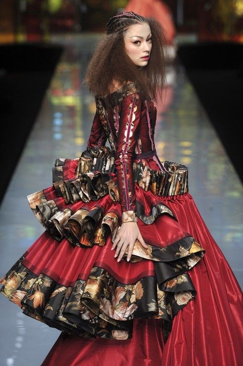 notordinaryfashion:  johngallianolesincroyables:   John Galliano for Christian Dior Spring Summer 2009 Haute Couture   This is Couture!!