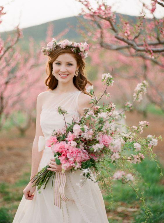 春はお花の季節♡誰よりもかわいい花嫁になるための素敵な花冠【14選】♩にて紹介している画像                                                                                                                                                      もっと見る