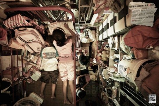 De minuscules appartements à Hong Kong vus du plafond