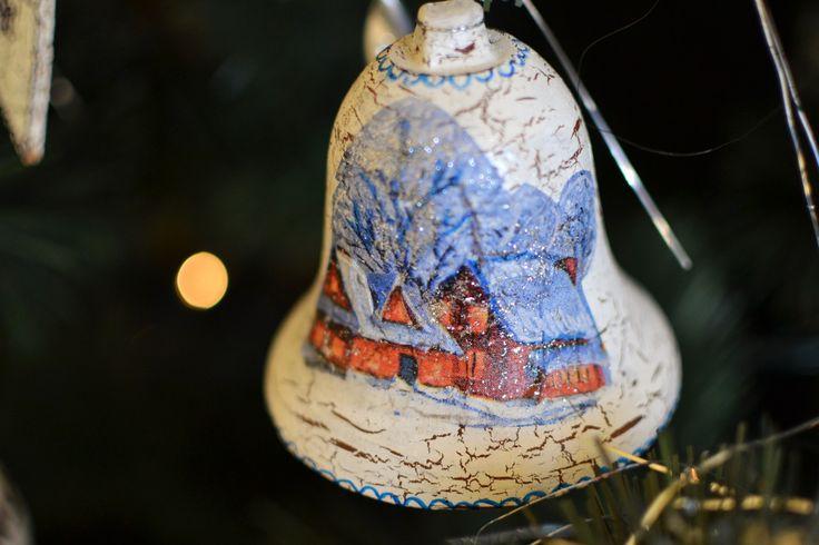 Painted bell on the Christmas tree. Maľovaný vianočný zvonček. #handmade #christmasbell #christmasdecoration #christmastree