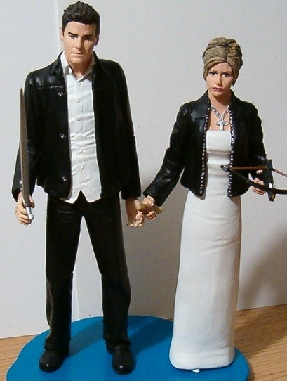 Buffy And Angel Wedding Cake Topper Lol My Inner Nerd Will Want This