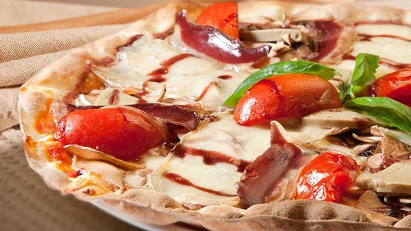 De #masa #crujiente y #fina: así son nuestras #pizzas, todas ellas #deliciosas. ¿Cuál es tu favorita?   http://www.latagliatella.es/menu/le-pizze-pizzas/
