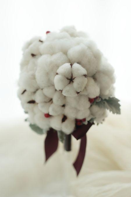 冬のブーケ コットンフラワーと赤い実で