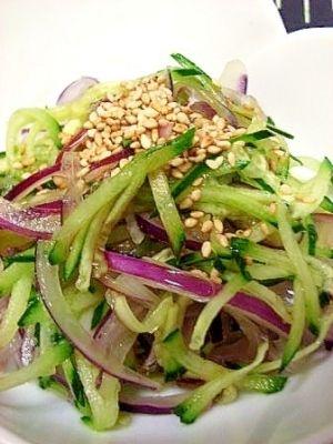 お手伝いレシピ キュウリと紫玉ねぎの和風サラダ