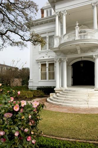 White mansion in Garden District, New Orleans.