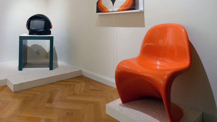 """Стул """"Panton""""на выставке, дизайнер Вернер Пантон (Verner Panton)"""