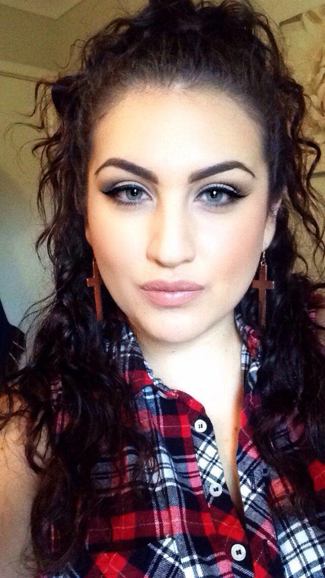 Curls Latina makeup fashion