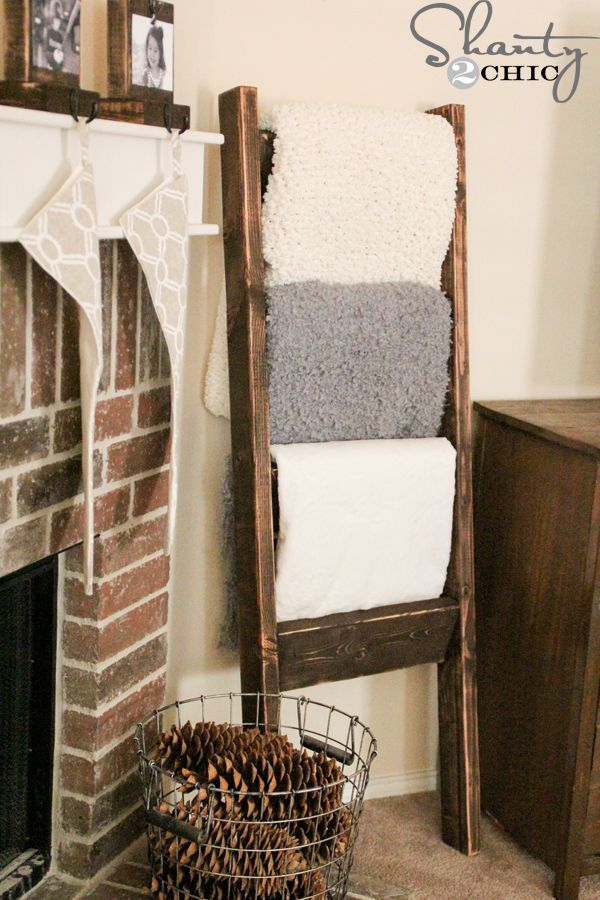 $10 DIY Wooden Blanket Ladder- this is such a great Christmas gift idea!