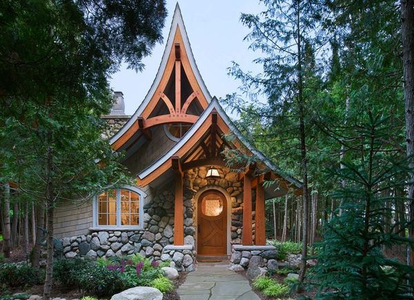Fatada casa povesti stil Tudor
