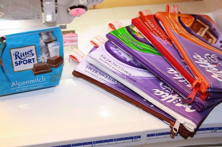 sewbeedoo: DIY - Kramtasche aus Schokoladenpapier (Tolle Idee, erst Schokolade naschen,und aus dem Abfall ein Täschchen nähen!)