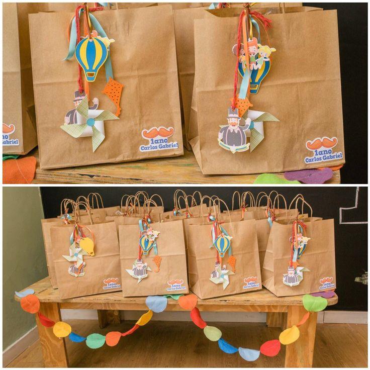 Detalhes da sacolinha da festa Mundo do Bita com decoração de @kiaravieiramartinsdecor #festainfantil #mundodobita #festamundodobita #festaturmadobita #festamenino #festamenina #lembrançapersonliza…