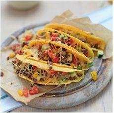 Dit is echt een recept waarmee je iedereen in de familie blij maakt. Neem een hap en je krijgt meteen het gevoel dat je in Mexico bent. Ooklekker met een frisse salade ernaast. Dit heb je nodig voor 2 personen: 4 tacoschelpen 150 g (vegetarisch) gehakt 1 teentje knoflook, geperst ½ courgette, in blokjes gesneden …
