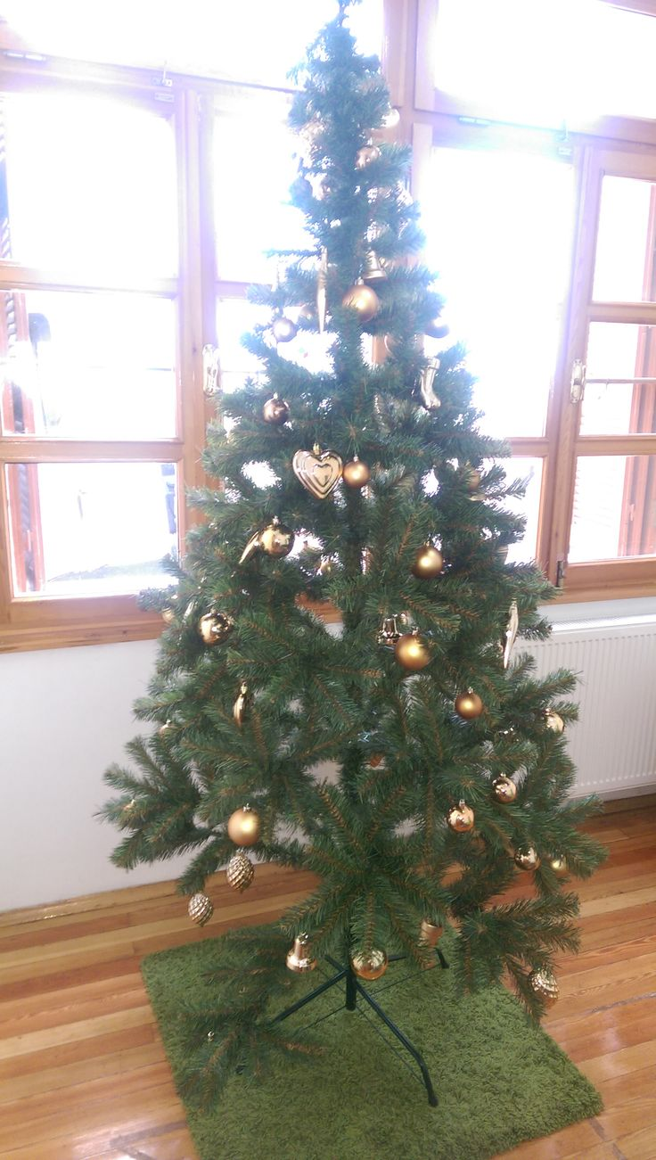 Our first Xmas Tree...not finished yet :)