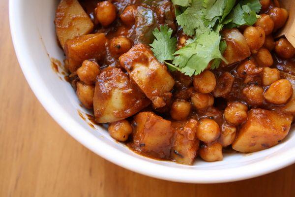 Chana Bateta (chickpeas, potatoes, masala-like sauce with coconut milk): Girls Small, Pots Indian, Chickpeas Recipes, Indian Spices, Chickpeas Potatoes, Big Girls, One Pots, Spices Chickpeas, Indian Dishes