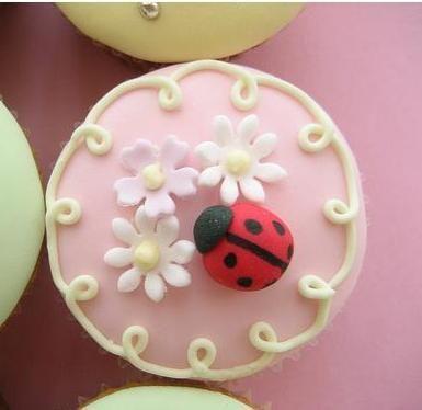 cupcakes: Cup Cakes, Beautiful Cupcakes, Spring Cupcakes, Cupcake Ladybug Cupcakes, Cakes Cupcakes, Ladybugs, Wedding Cake, Cupcakes Flowers, Dessert