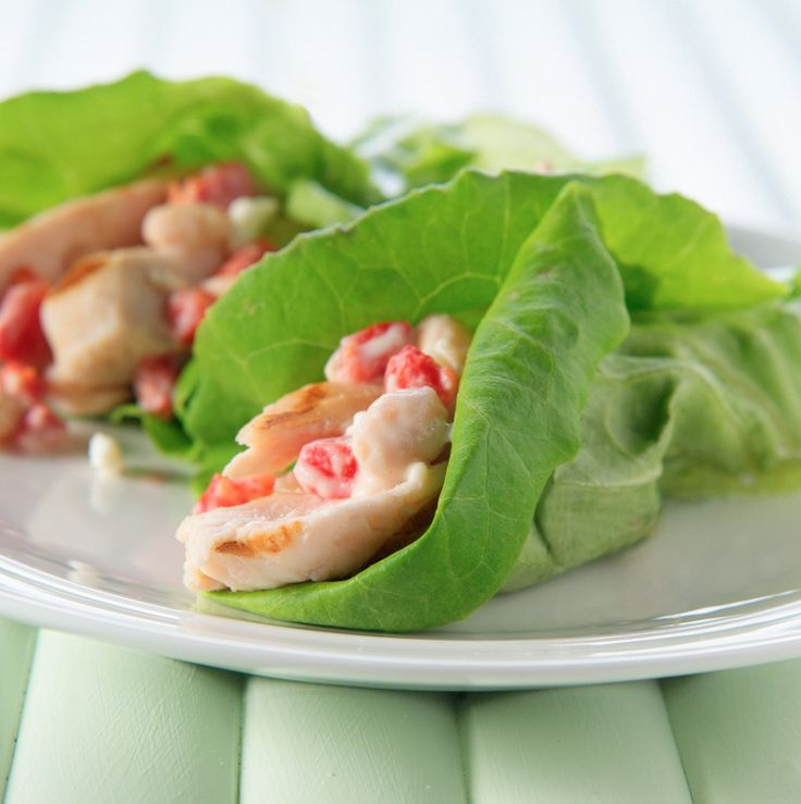 Grecian Lettuce Wraps with ATHENOS feta #Greek #chicken #beans #pimiento #lemon #appetizer