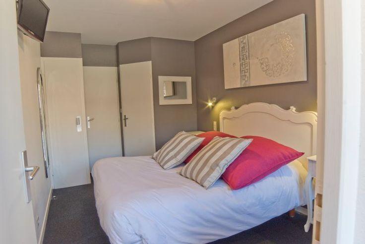 Arrêtez-vous en bordure du #Lac de #Madine à Heudicourt-sous-les-Côtes à l'hôtel-restaurant du #Lac de #Madine, classé 3 étoiles et labellisé Logis de France. Vous pourrez vous ressourcer et profiter d'un séjour bien être en #Famille dans l'une des 44 chambres de charme. Les chambres sont distribuées sur 2 bâtiments différents. Elles sont toutes lumineuses, confortables, avec une salle de bains, certaines avec baignoire balnéo, d'autres avec balcon… Crédit photo : Logis de Meuse-Dominique…