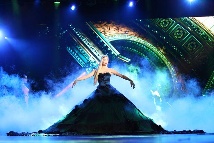 """Notre nouveau spectacle """"Paris Merveilles""""   #Paris #Cabaret #Lido #Costumes #Robe #Sublime #Bluebell #LidoParis"""