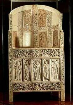 Cattedra eburnea di Massimiano. Sec.VI . Probabilmente donata da Giustiniano a Massimiano. Ravenna. Museo Archeologico.