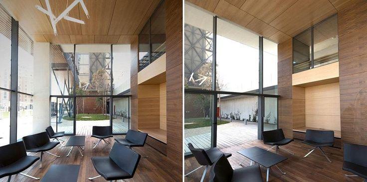 Ofis, Basket Apartments, Casa dello studente con 192 monolocali, Parigi, Francia 2012. I percorsi esterni e le scale in vetro intensificano illuminazione naturale negli spazi comuni