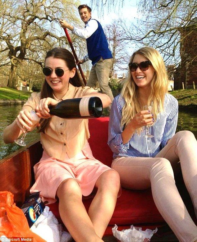 American student Caroline, seen enjoying her first punting trip with friends on the River Cam, shares her adventures online.