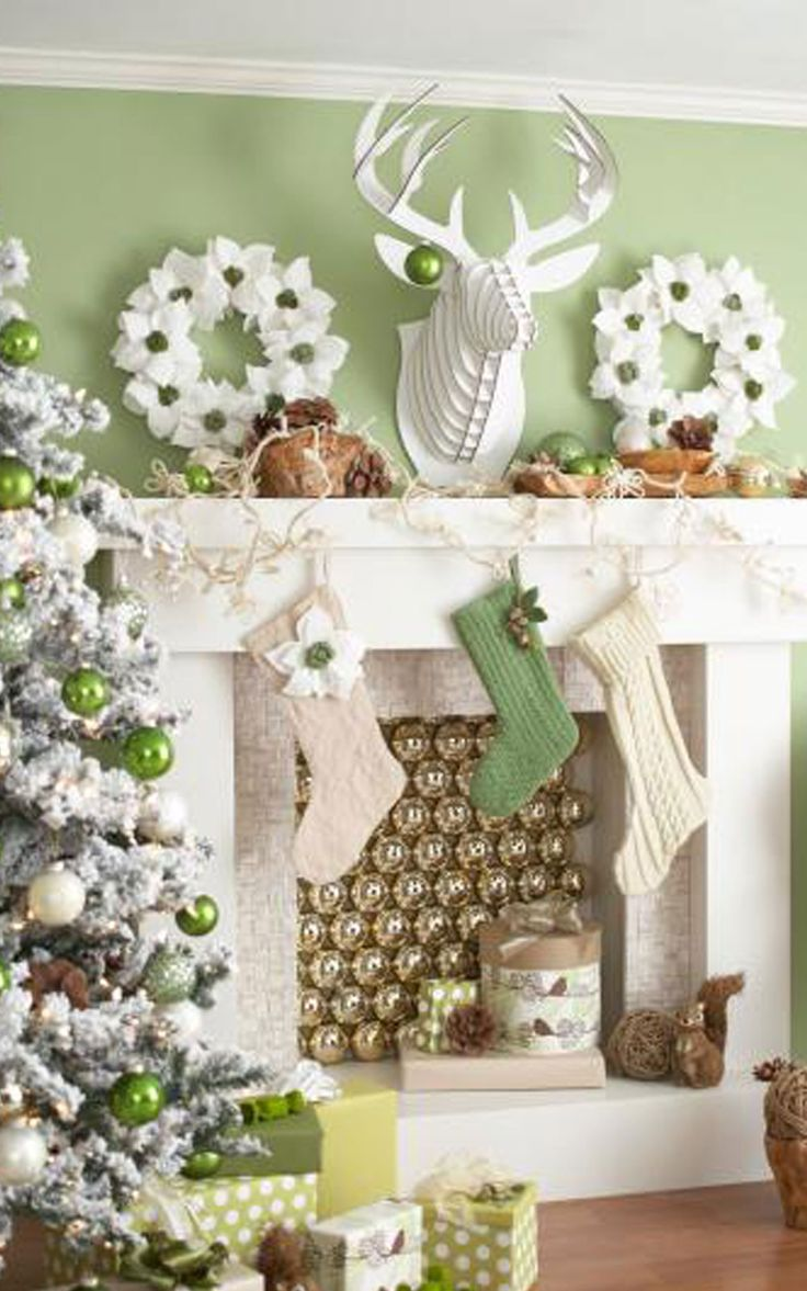 Modern white christmas decor - White Christmas Decorations White Wreaths And White Themes Christmas Tree And Stocking Christmas