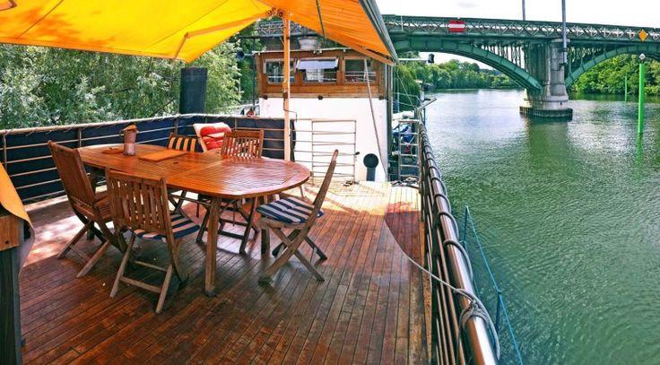 Dormez sur une Péniche à Quai sur les Bords de Seine pour moins de 79€ / nuit.