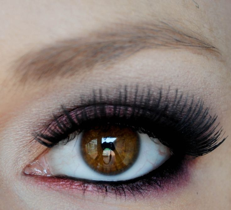 Creating a soft yet beautiful berry colored eye is easier than you think! This step-by-step tutorial is perfectly easy to follow, and the look ends up being super pretty.