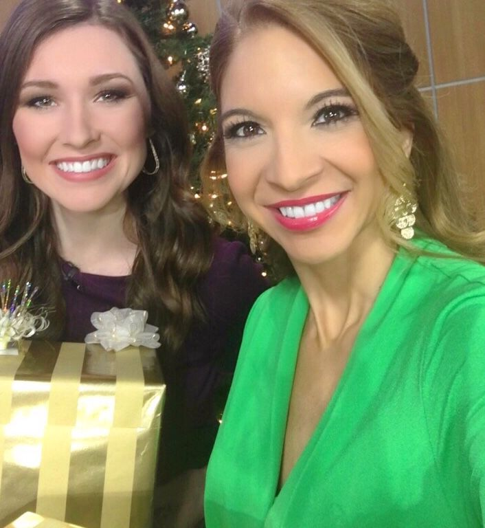 Happy Friyyyyaaaayyyy! As you can see, we're ready for Christmas. 🎄 Are you?  Erin Moran KXXV is on a much deserved vacation. Meteorologist Kylie Capps KXXV filled in. Am blessed to work with some great people! ❤️  Have you done all of your holiday shopping? Will you be traveling today?  I'm excited I'll soon be leaving to see my family!